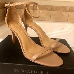 Banana Republic women's 3-inch sandals, size 9